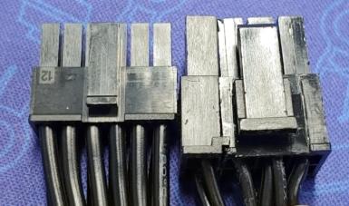 NVIDIA 12pinコネクタと普通の8pinコネクタ