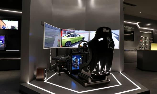 レーシングゲーム体験コーナー