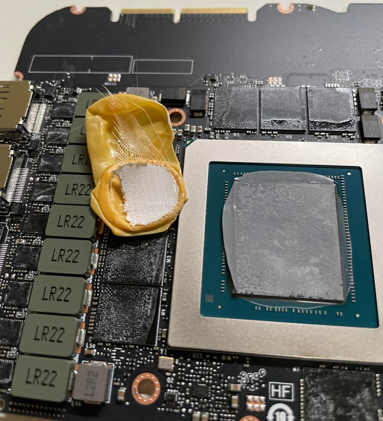 GeForce RTX 3090 Founders Editionの中から指サックが